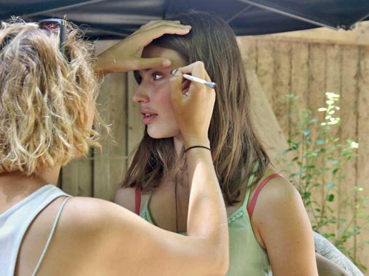 Leia Holtwick in der Maske